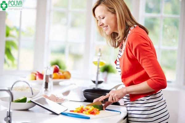 Siêng năng nấu nướng, làm việc nhà khi về nhà chồng