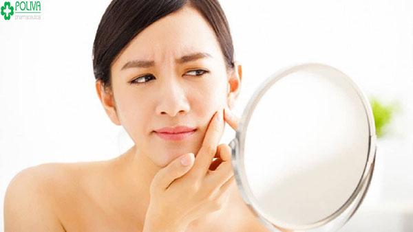 Nặn mụn vi khuẩn dễ xâm nhập gây tình trạng bị viêm nhiễm