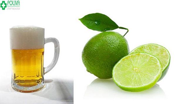Trong chanh có tính axit kết hợp với bia giúp tẩy da chết, da dần cải thiện