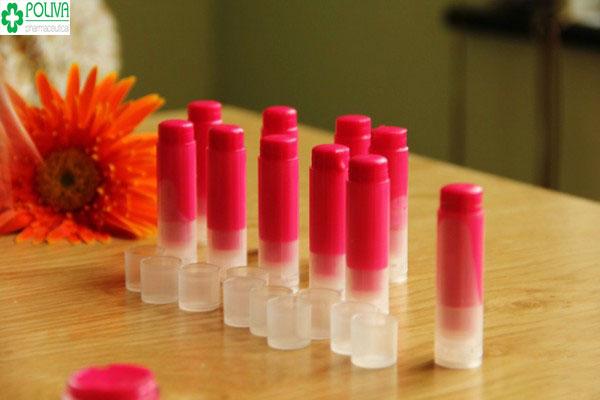 Làm son từ hoa râm bụt khá đơn giản lên màu đẹp cho bạn đôi môi xinh xắn
