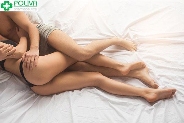 Chị em có thích khi được yêu bằng tư thế úp thìa không?