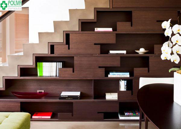 Gọn gàng với kiểu biến hóa gầm cầu thang thành tủ kệ đựng sách
