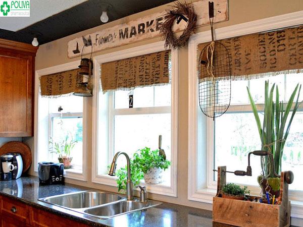 Mảng rèm bằng gai tạo không gian thoáng mát cho căn bếp