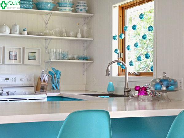 Không gian bếp khá hài hòa với sự kết hợp của các đồ nội thất khác nhau