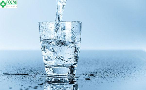 Nước uống rất quan trọng cho sức khỏe của mẹ bầu, đặc biệt là các mẹ mang thai đôi