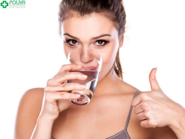 Phụ nữ cần bổ sung đầy đủ nước cho cơ thể