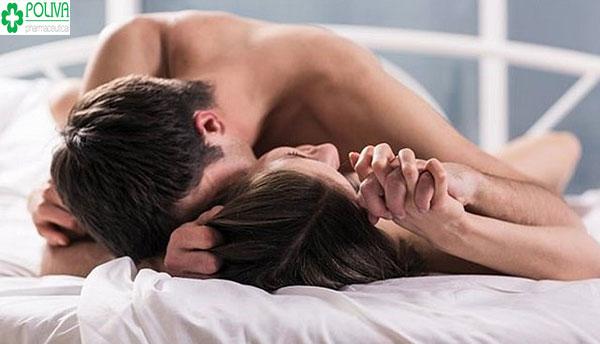Không nên quan hệ quá sớm khi vết mổ chưa lành gây chảy máu, đe dọa đến tính mạng thai nhi