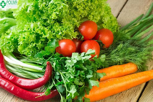 Chị em nên bổ sung nhiều rau xanh, củ quả cùng nhiều món ăn giàu dinh dưỡng khác nữa