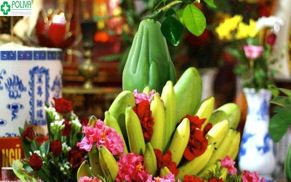 Hoa quả thường được đặt trước bát hương thể hiện lòng thành kính với tổ tiên