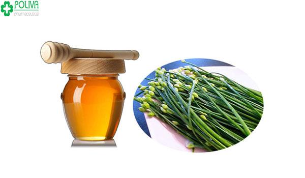 Lá hẹ và mật ong là hai thực phẩm kỵ nhau
