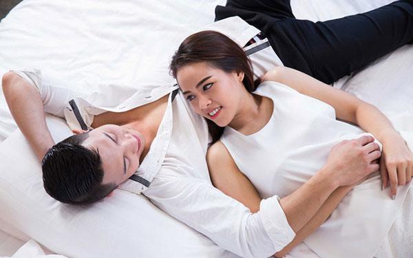 Thai chưa vào tử cung có quan hệ được không?