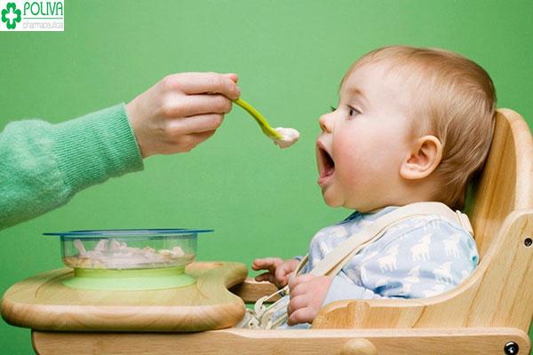 Mẹ nên cho bé ăn bột say nhuyễn, bổ sung các thực phẩm tốt cho tiêu hóa của bé