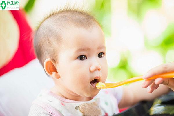 Bảo đảm chế độ dinh dưỡng cần thiết cho bé mỗi ngày