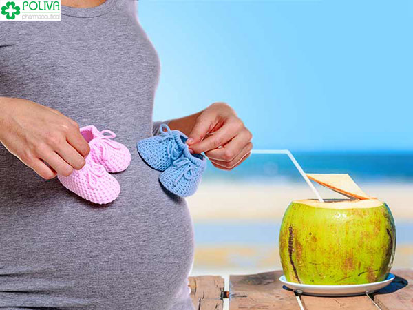 3 tháng giữa thai kỳ mẹ uống tuần 3-4 lần nước dừa nhé