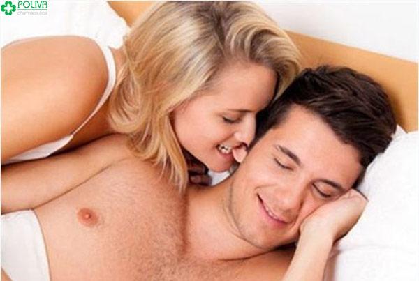 Nụ hôn vào tai đi kèm cắn nhẹ có thể là màn khởi đầu của chuyện ân ái