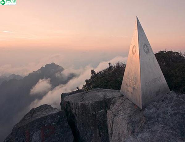 Khung cảnh thiên nhiên nhìn từ đỉnh Phanxipang