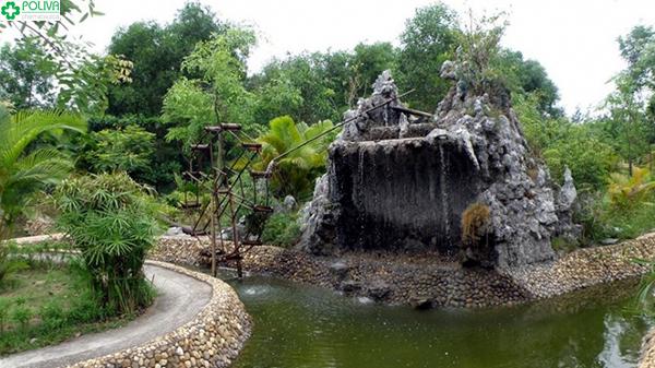 Khung cảnh suối khoáng nóng Hua Pe hấp dẫn du khách