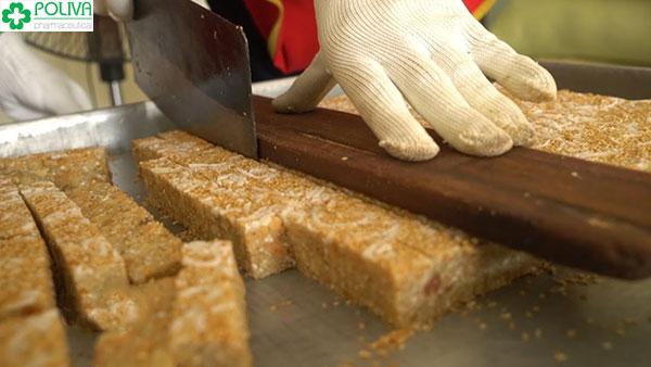 Các bước làm bánh cáy cần sự cẩn thận và tỉ mỉ cao