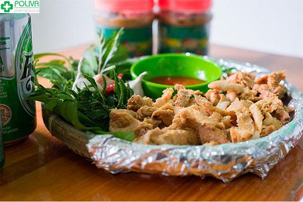 Thịt chua thường ăn cùng lá ổi, lá đinh lăng