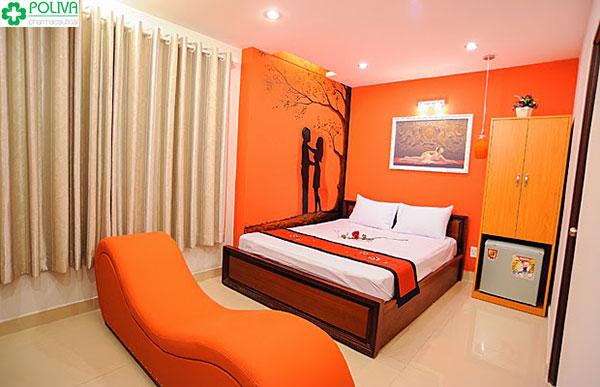 Hiện nhiều khách sạn, nhà nghỉ cũng trang bị ghế tình yêu