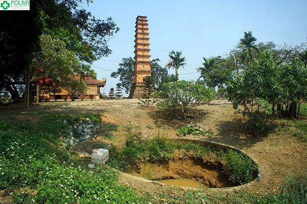 Truyền thuyết chiếc giếng bên cạnh tháp và con vịt vàng