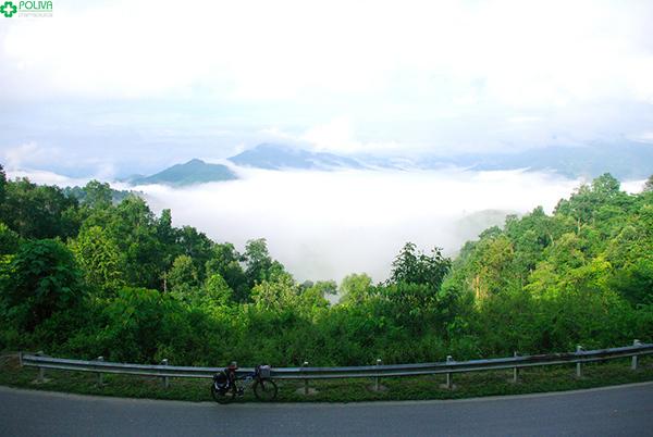 Đỉnh Đèo Pha Đin với ngút ngàn mây trời.