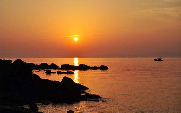 Bãi biển Trà Cổ : Vẻ đẹp lãng mạn của thiên nhiên Quảng Ninh