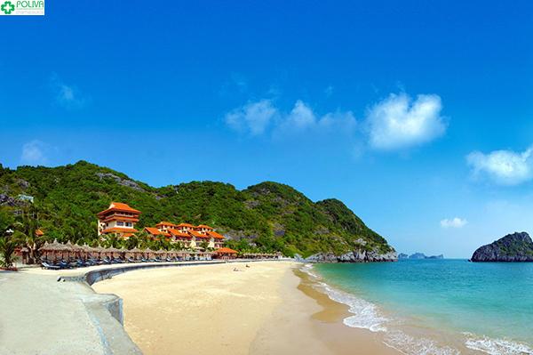 Bãi biển Đồ Sơn thu hút du khách bởi vẻ đẹp của biển xanh cát trắng!