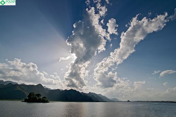 Hồ Yên Quang mang cho người ta cảm giác yên bình đến lạ!