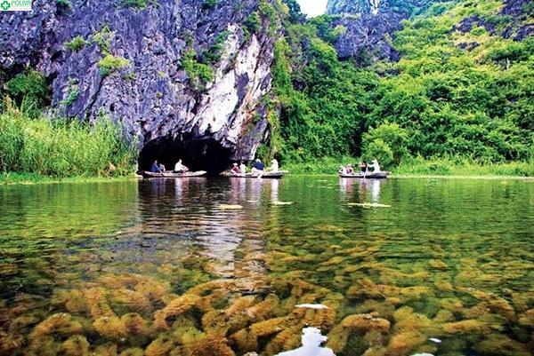 Hang Sáng - Động Tối là một trong những điểm tham quan hấp dẫn khách du lịch bậc nhất khi tới với nơi đây.