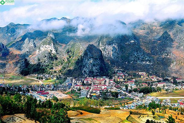 Phố cổ Đồng Văn Hà Giang giống như bức tranh màu sắc tuyệt đẹp.
