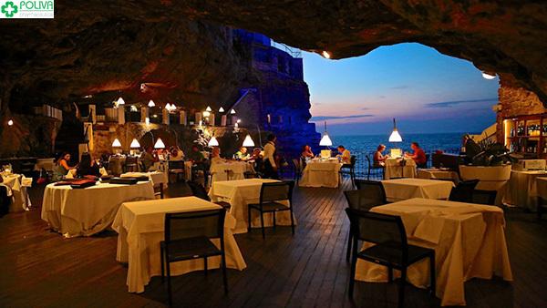 Tự thưởng cho mình một bữa tối ở Hang Trống lãng mạn bạn nhé!