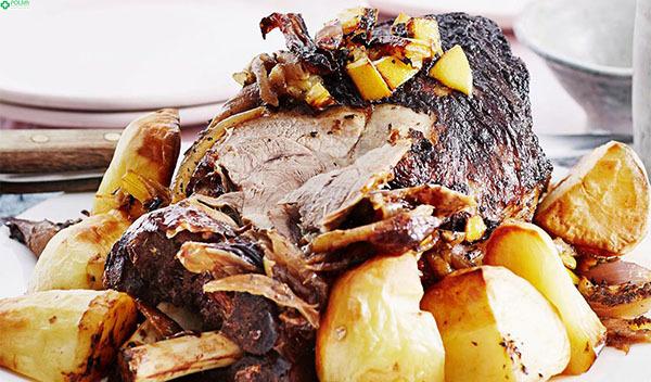 Cừu nướng khoai tây với hương vị tuyệt ngon