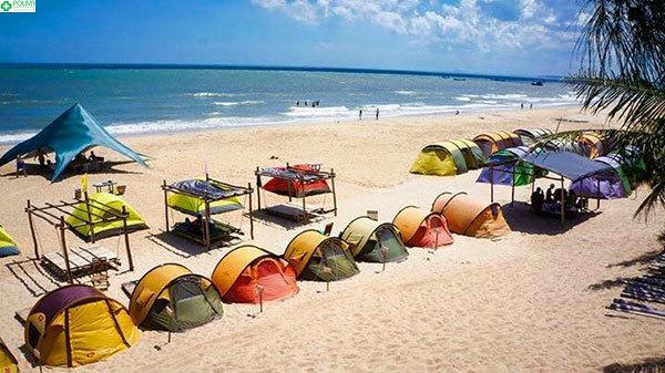 Những căn lều phổ thông xinh xắn nằm sát biển