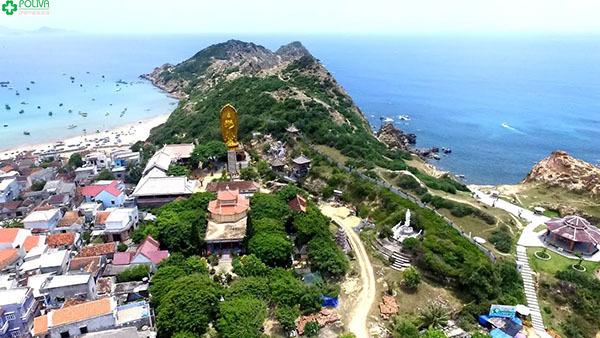 Tượng Phật Bà Quan Âm hướng nhìn ra biển