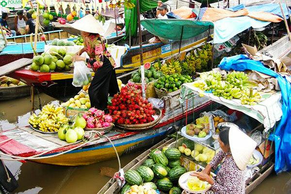 Hoạt động buôn bán tại chợ nổi Cà Mau