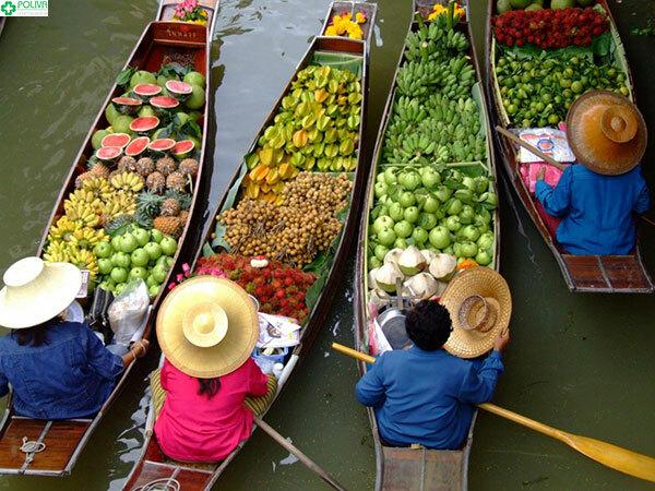 Vô vàn các loại trái cây từ miệt vườn được bày bán