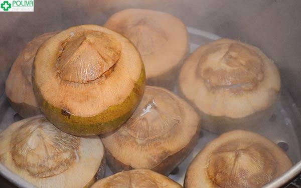 Cơm dừa được hấp cách thủy kì công
