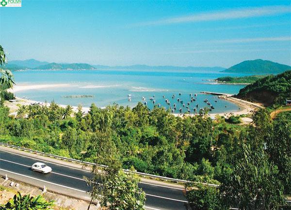 Cung đường tuyệt đẹp đưa bạn tới Vịnh Xuân Đài.