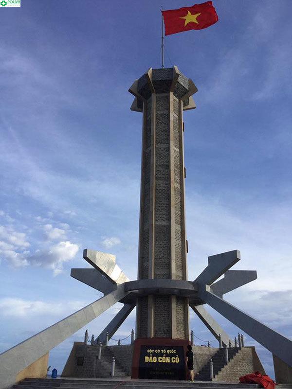 Cột cờ Tổ quốc thiêng liêng đứng hùng dũng