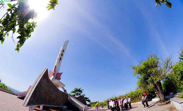 Đài tưởng niệm anh hùng vô cùng trang trọng, thiêng liêng