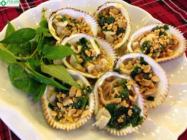 Hàu nướng là đặc sản vô cùng tươi ngon, hấp dẫn ở Vĩnh Hy.