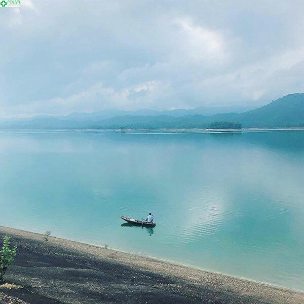 Cảnh sắc thiên nhiên vô cùng êm đềm, yên bình