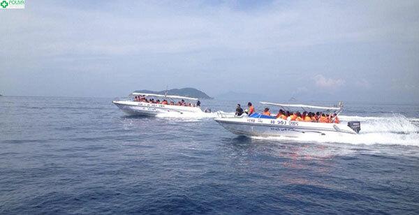 Đi cano ra biển Kỳ Co là một lựa chọn được rất nhiều du khách ưa thích
