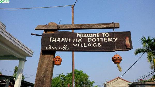 Cổng chào tại làng gốm Thanh Hà