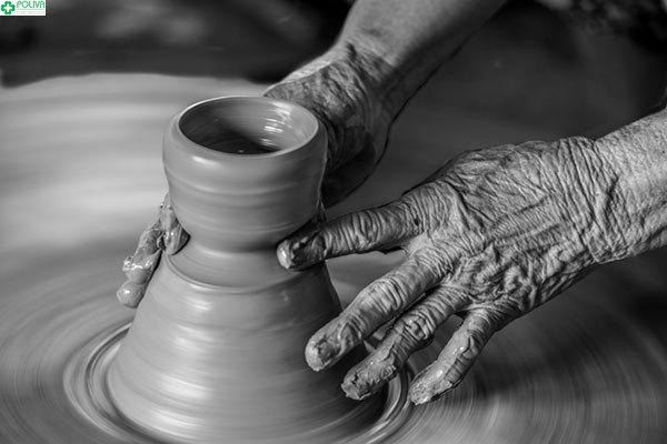 Bàn tay điêu luyện của nghệ nhân làng gốm Thanh Hà