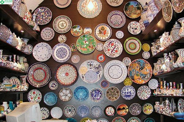 Các sản phẩm gốm đẹp mắt được trưng bày tại làng gốm Thanh Hà