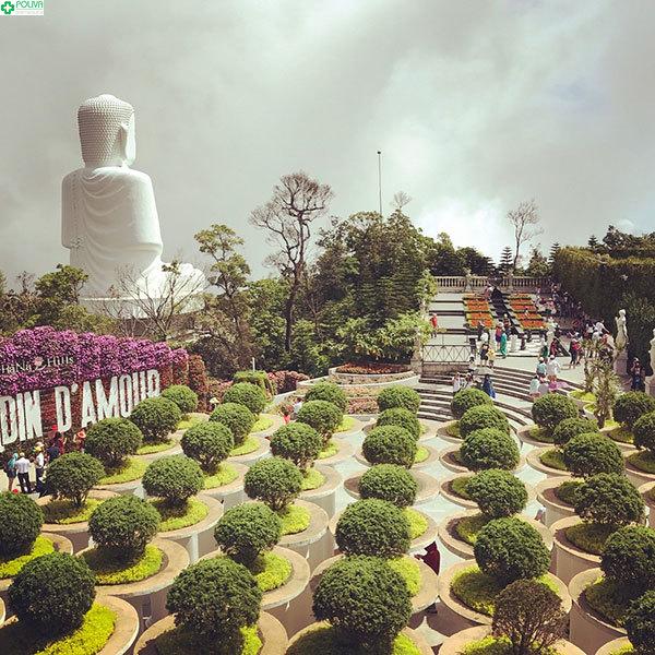 Vườn Thần Thoại với những cột trắng thẳng tắp