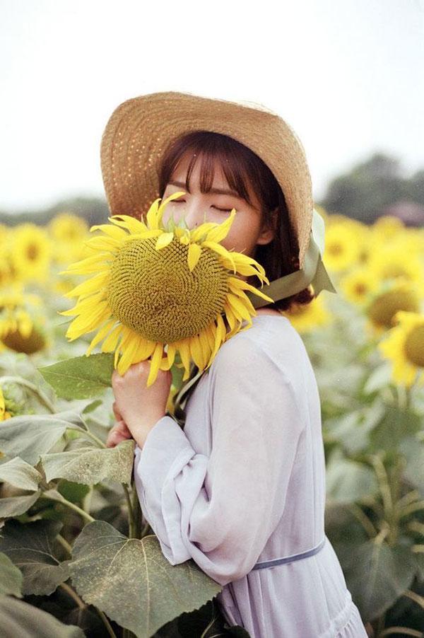 Hoa tươi với người đẹp là có ảnh xinh