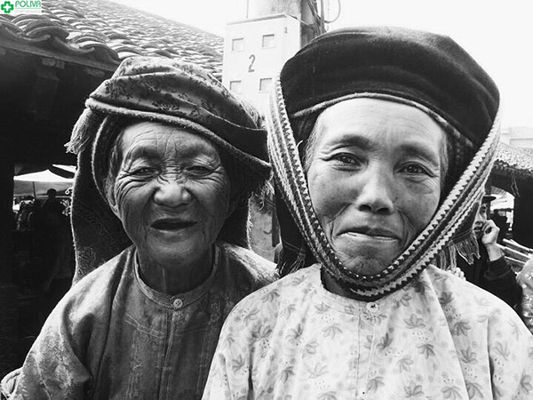 Người dân tộc Hà Giang đầy mến khách sẽ coi bạn như khách quý trong nhà!!